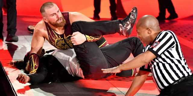 Resultat d'imatges de Mojo Rawley seizes the 24/7 Title from R-Truth: Raw, Jan. 13, 2020